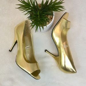 WET SEAL GOLD HEELS SIZE 8.5